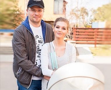 Кристина Асмус с мужем после рождения дочери.