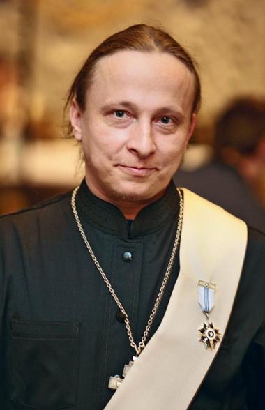 Иван Охлобыстин в рясе.