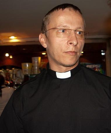 Иван Охлобыстин с воротничком.